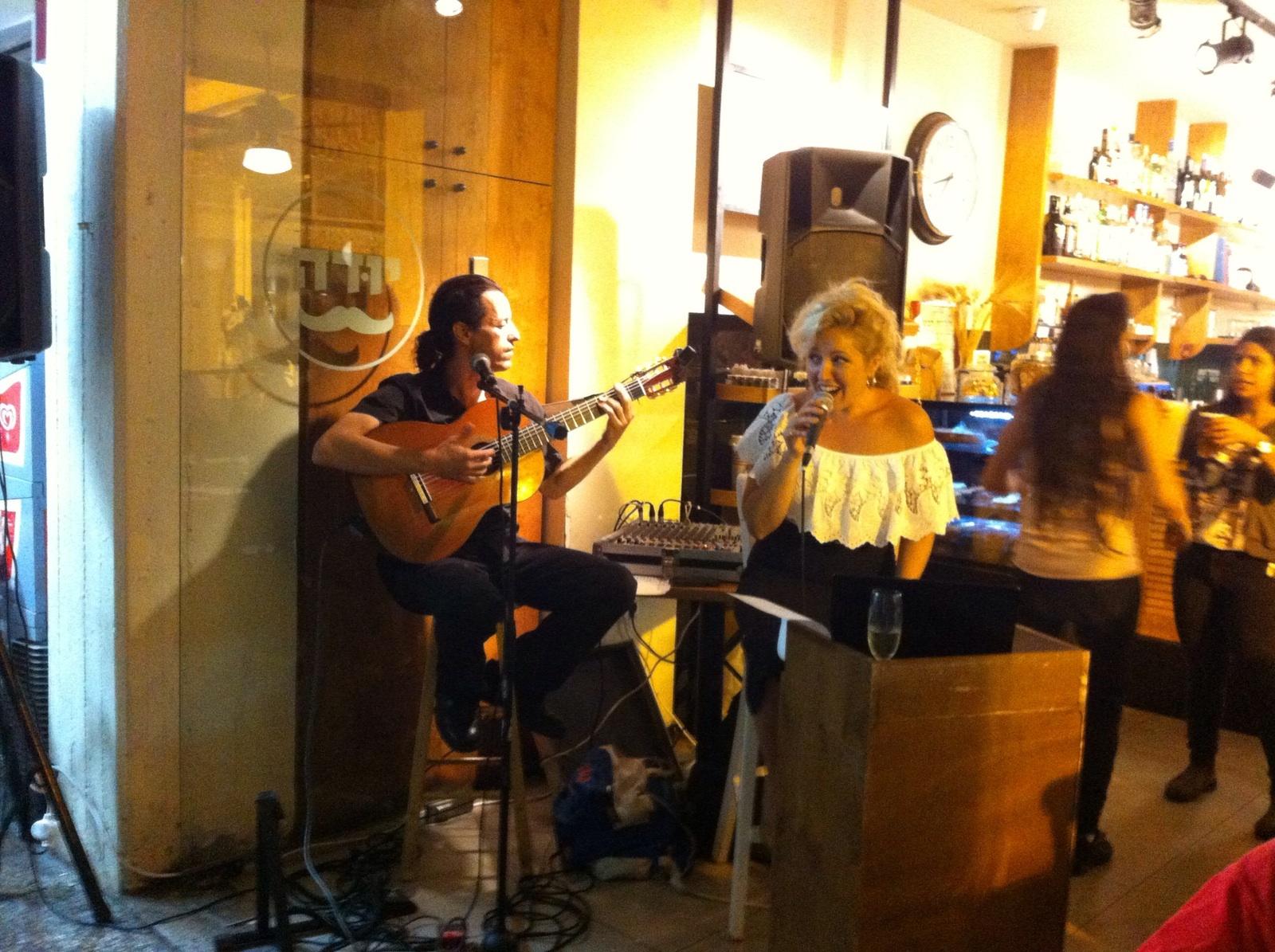 מופע ספרדי - זמרת וגיטרה